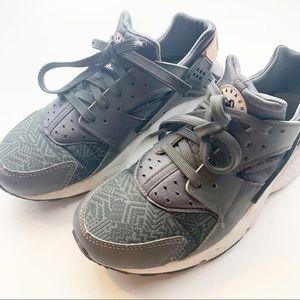 Nike l Women's Grey Huarache Run